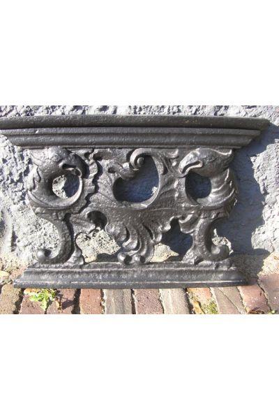 Pedestal for fireback (cast-iron) made of 14