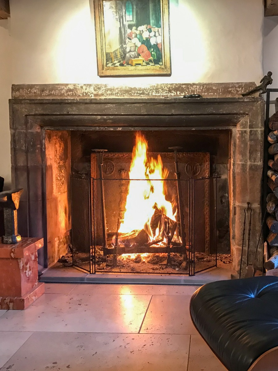 Purpose of a fireplace screen