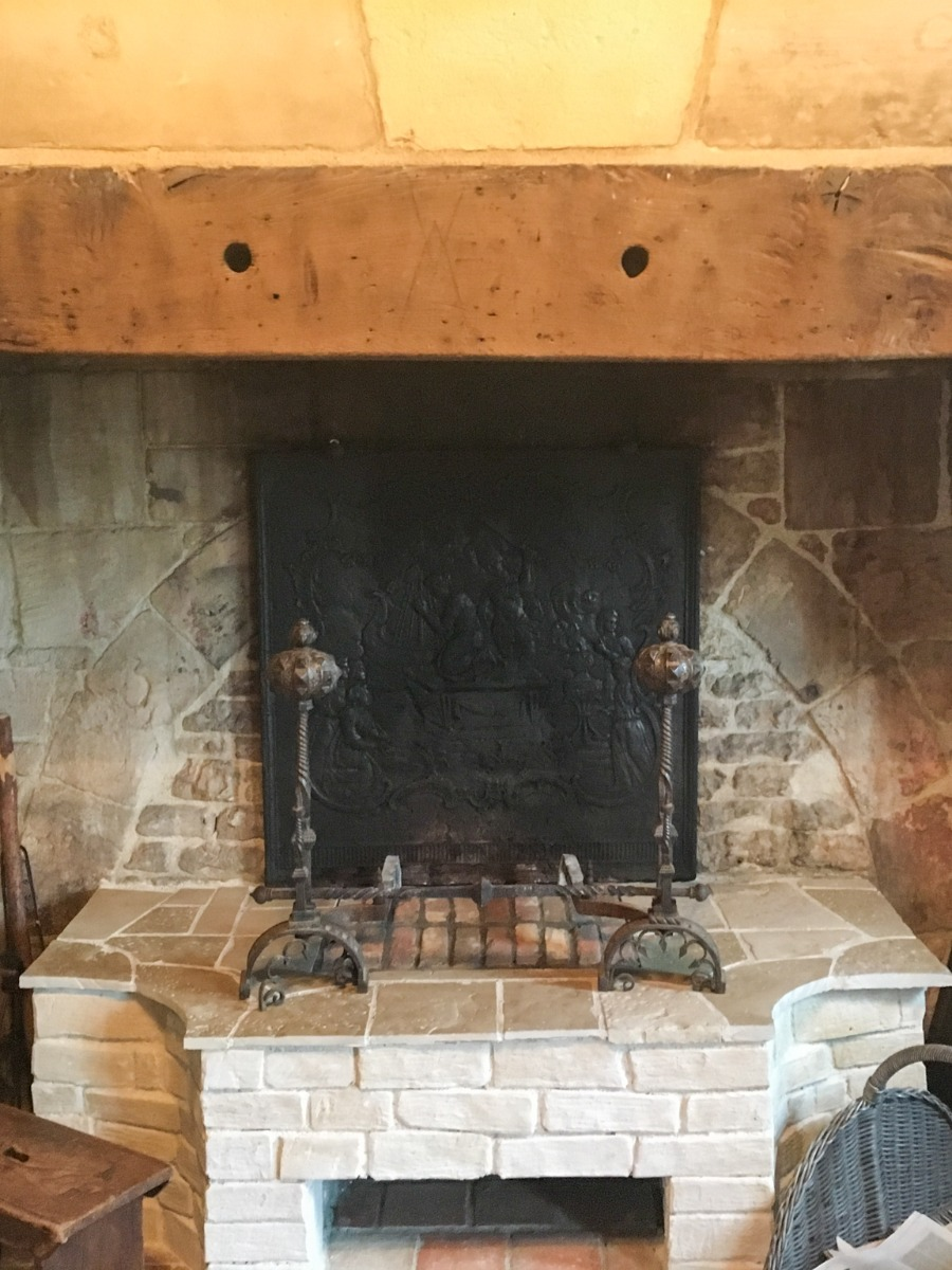 Fireplace accessories in Bonneville-sur-Touques, sourced by https://www.firebacks.net