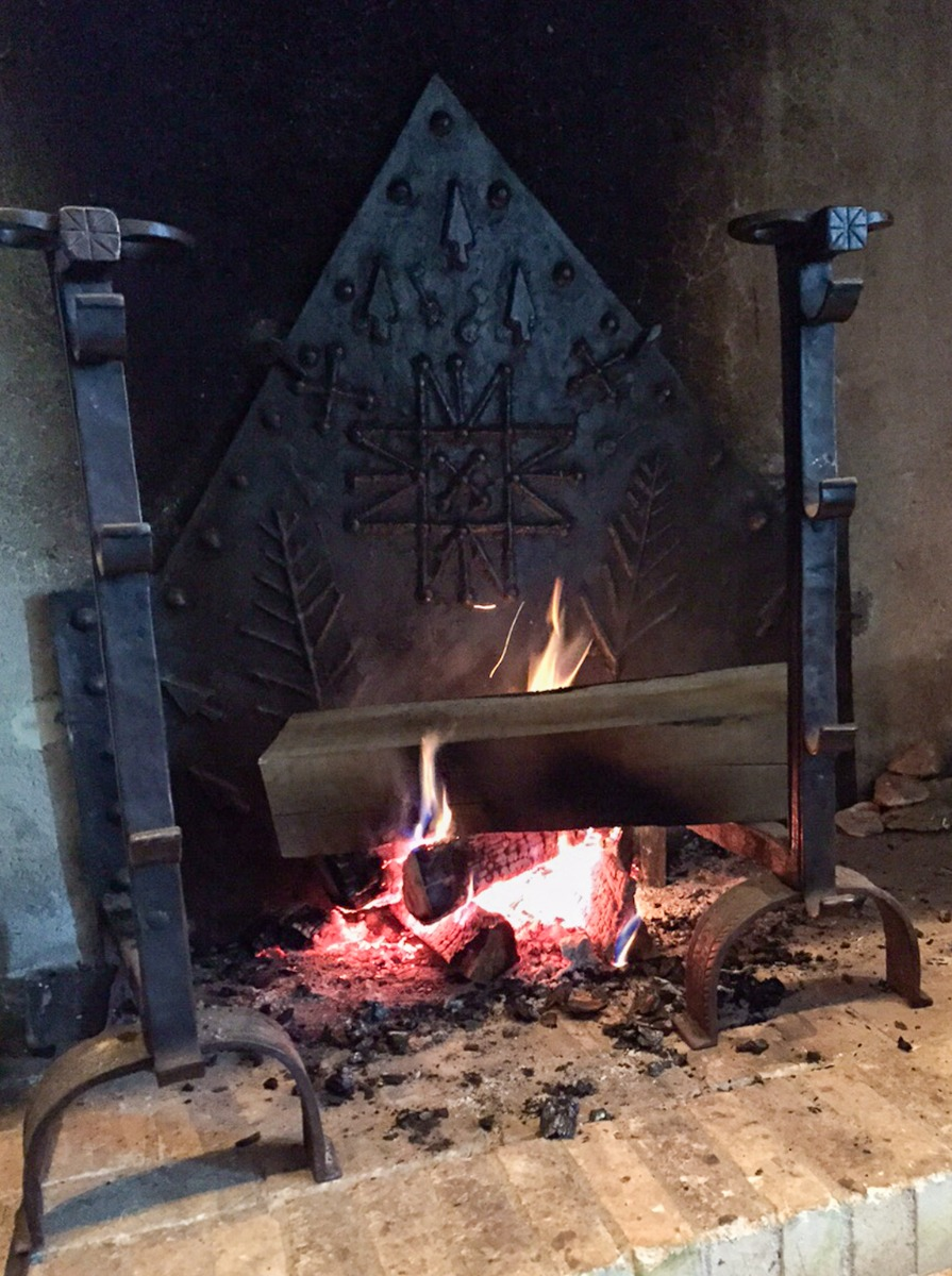 Fireplace fireback and andirons in Corrèze, France from https://www.firebacks.net