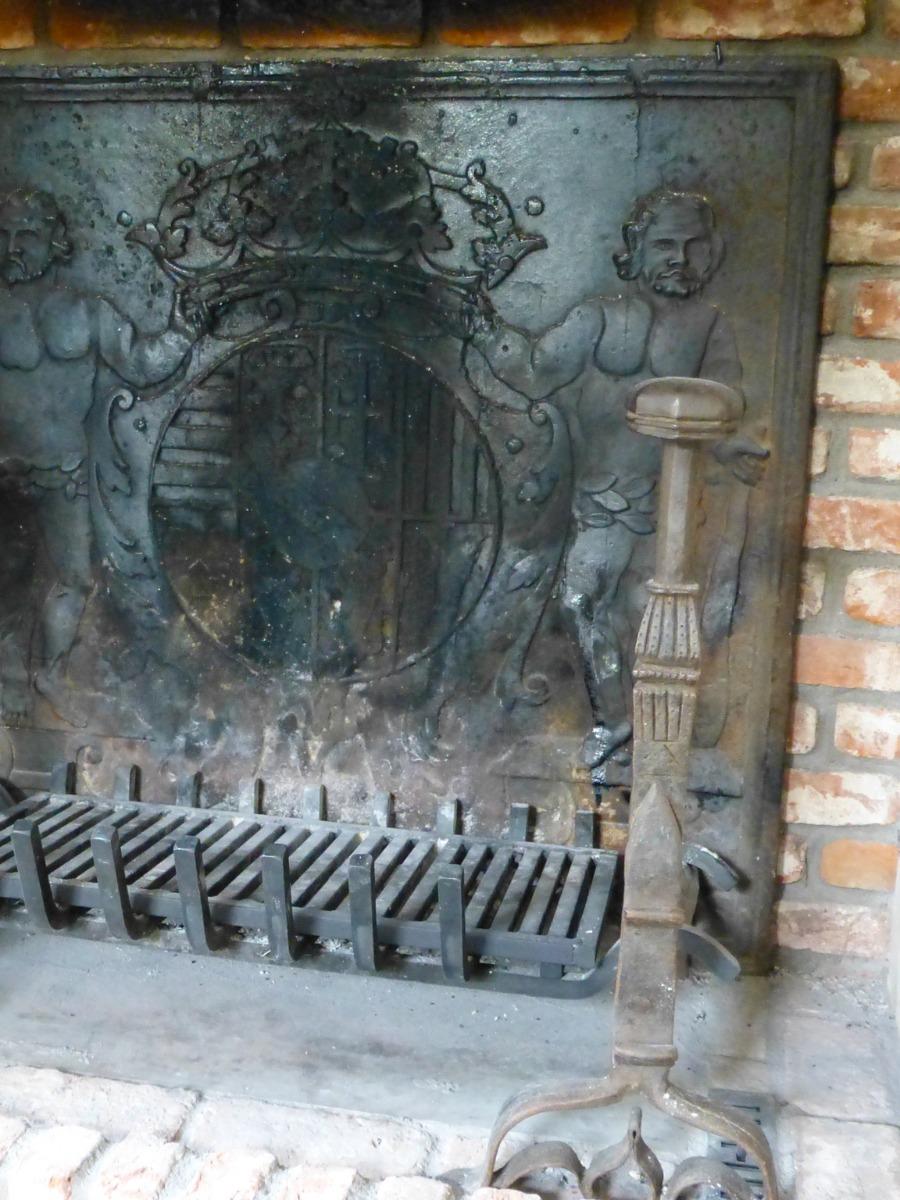 Fireplace fireback in Zeist, Netherlands sourced from https://www.firebacks.net