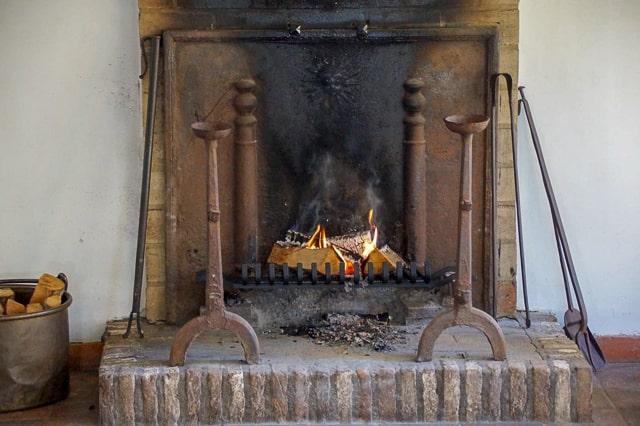 chimenea con accesorios para chimenea