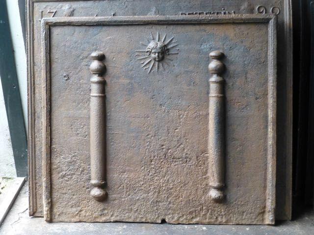 Plaque de cheminée de style Louis XIV