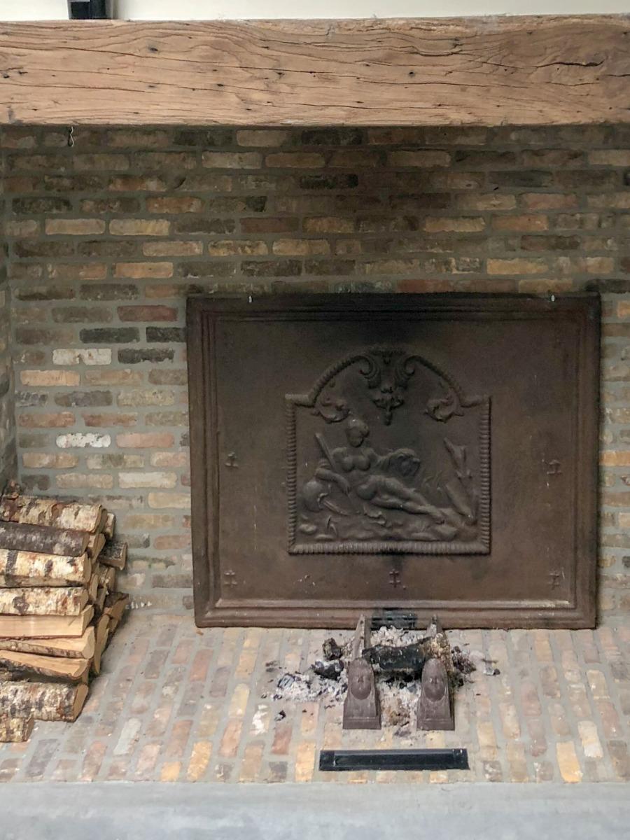 Fireback in fireplace in Den Bosch sourced by https://www.firebacks.net