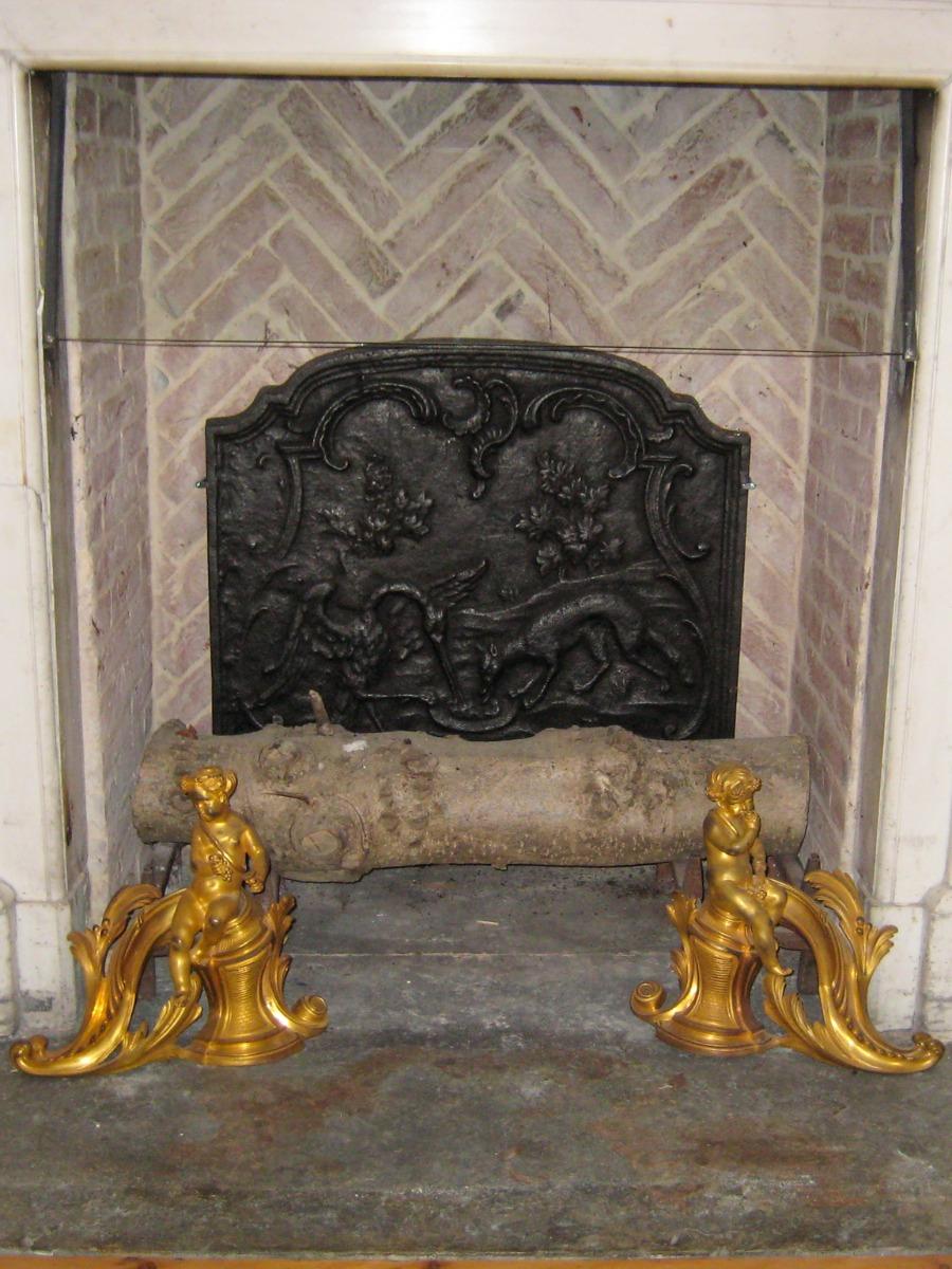 Fireback in fireplace in Wiltshire, UK sourced from https://www.firebacks.net
